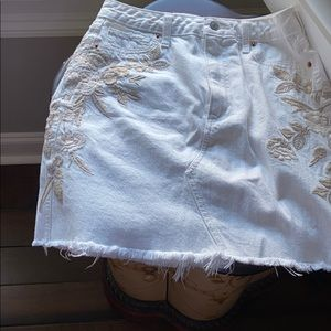 Abercrombie & Fitch  denim skirt w/  embroidery